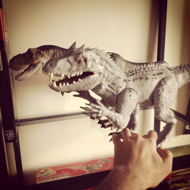 ir15 Toy Review: Electronic Indominus Rex by Hasbro